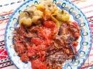 Рецепта Пържени зеленчуци - патладжани, тиквички, зелечни чушки (пиперки) с доматен сос на тиган